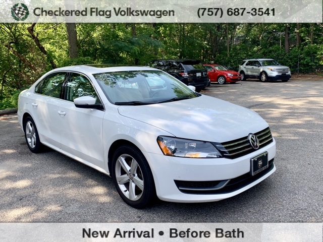 Pre-Owned 2013 Volkswagen Passat 2 5 SE w/Sunroof FWD 4D Sedan